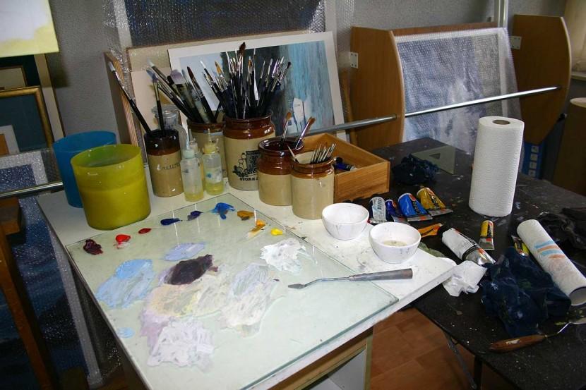 Gerry-Miles-devonpaint-painting-technique-Studio-Detail-of-Pallet-Worktop